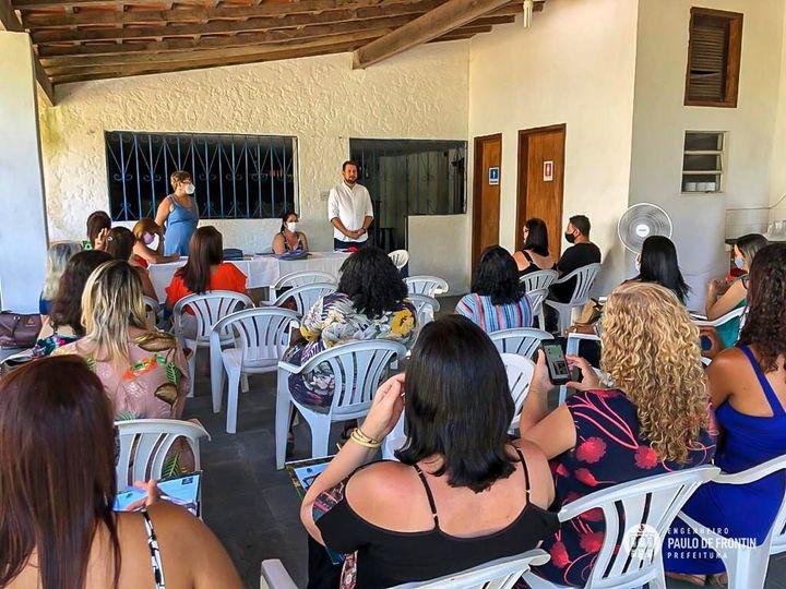 Secretaria de Educação reúne diretores e prefeito para discutir as metas educacionais do ano letivo