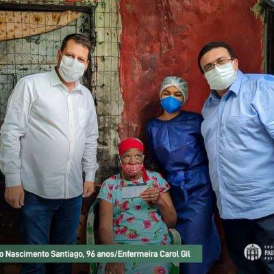 Idosos começam a ser vacinados em Paulo de Frontin