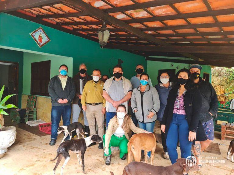 Equipes da Prefeitura de Paulo de Frontin, visitaram o Canil Municipal