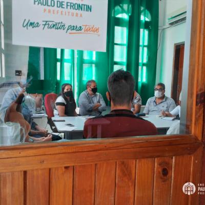 Membros da Secretaria Municipal de Meio Ambiente e Defesa Civil estiveram em reunião com a diretoria do Serviço Nacional de Aprendizagem Rural, o SENAR, para fechar um importante parceria