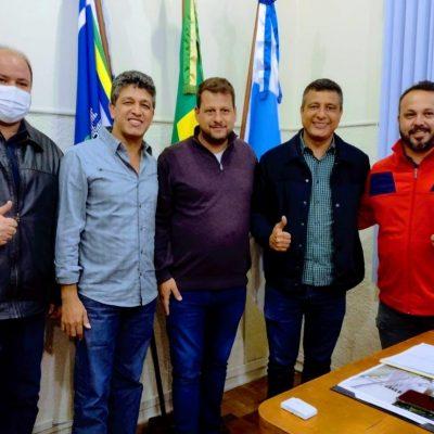 Reunião no gabinete com o Deputado Estadual e Secretários de Paracambi.